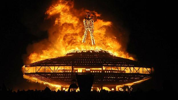 der «Burning Man», das Wahrzeichen des Festivals in Flammen.
