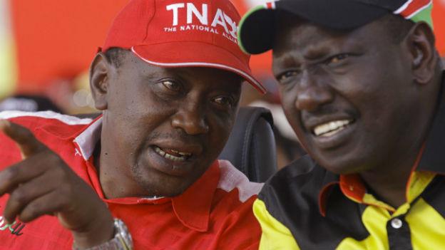 Kenias Staatspräsident Kenyatta (links) und Vizepräsident Ruto sollen vor den ICC.