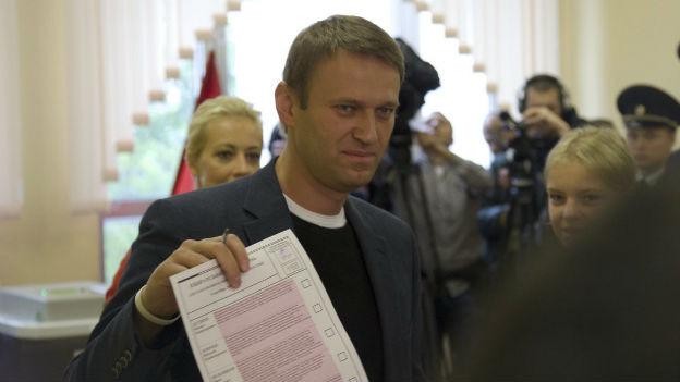 Achtungserfolg: Alexei Navalny bei der Stimmabgabe.
