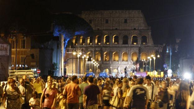 Das Kolosseum in Rom: kolossal im Dunkeln liegen in Italien auch Statistiken über wichtige Bereiche des Lebens