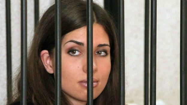 Pussy-Riot Mitglied Tolikonnokowa in Einzelhaft.