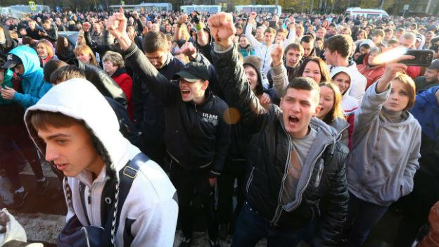 Moskau: Gewalttätige Ausschreitungen gegen Migranten