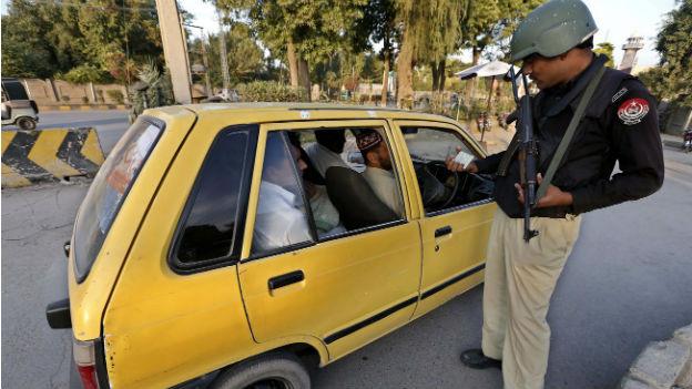 Verstärkte Sicherheitsmassnahmen in Peshawar nach der Tötung des Talibanchefs.