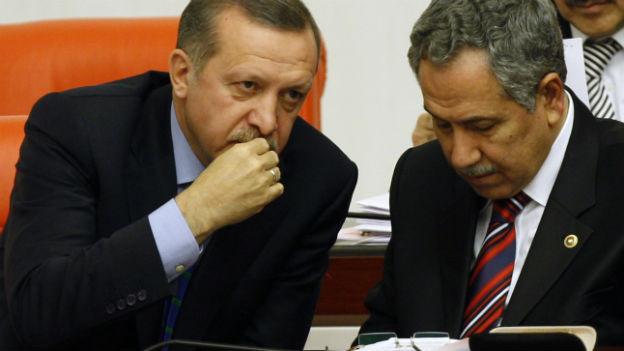 Bild aus besseren Zeiten: Premier Tayyip Erdogan und sein Vize Bulent Arinc.