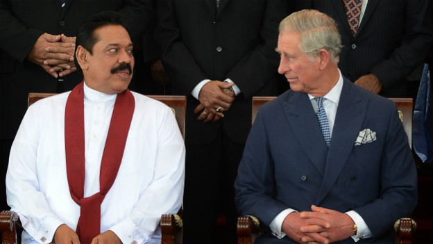 Prinz Charles mit dem Gastgeber, Sri Lankas Präsident Rajapanska, bei der Eröffnung des Gipfels.