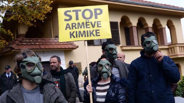 Albanien sagt Nein: Protestanten wehren sich gegen die Entsorgung von Chemiewaffen in ihrem Land.