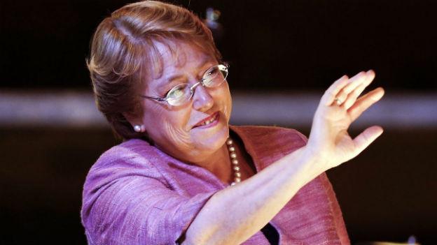 Michelle Bachelet geht mit einem komfortablen Vorsprung in den zweiten Wahlgang.