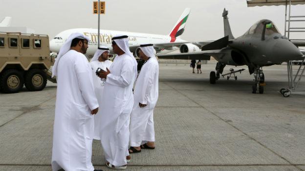 Besucher an der Dubai Airshow am 17. November 2013