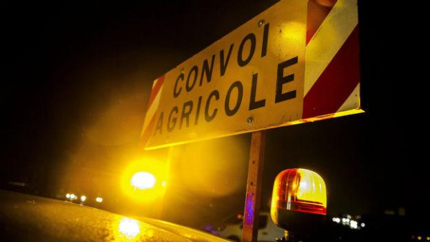 Frankreichs Bauern blockieren die Strassen rund um Paris.