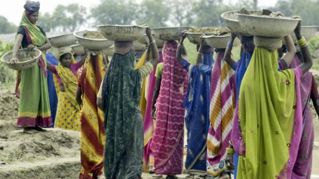 Indische Frauen sollten Männern im Erbrecht gleichgestellt sein - meist bleibt das Theorie.