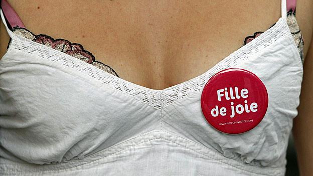 Eine Sexarbeiterin in Paris an einer Demo gegen ein Prostitutionsverbot im Juli 2012 (Symbolbild)