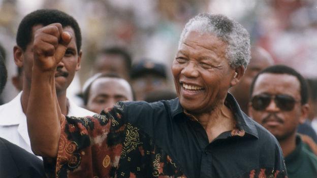Der südafrikanische Anti-Apartheidskämpfer Nelson Mandela bei einer Rede.