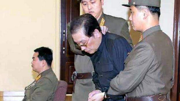 Jang Song Thaek am Donnerstag vor einem Militärtribunal