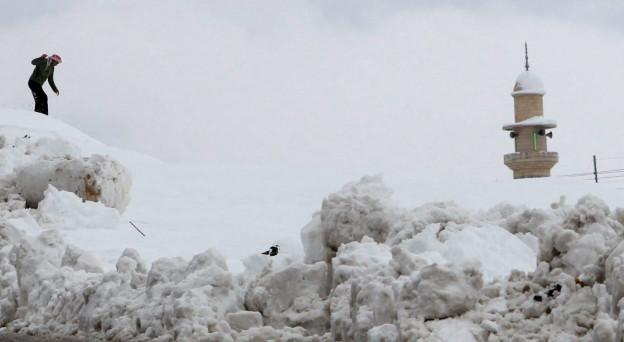 Der heftigste Wintersturm seit Jahrzehnten hat den nahen Osten heimgesucht.