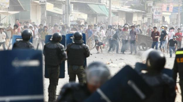 Unruhen in einem Aussenbezirk von Phnom Penh.
