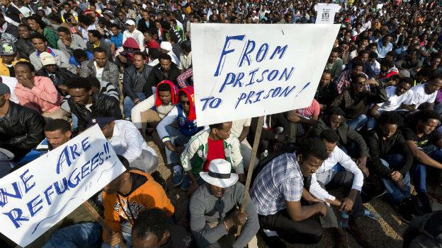 Vor allem Migranten aus dem Sudan und aus Eritrea sind es, die an den Protesten auf dem Rabin Platz teilnehmen.