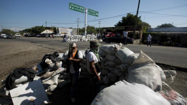 Ein Checkpoint der Bürgerwehr am Stadtrand von Nueva Italia, Mexiko.