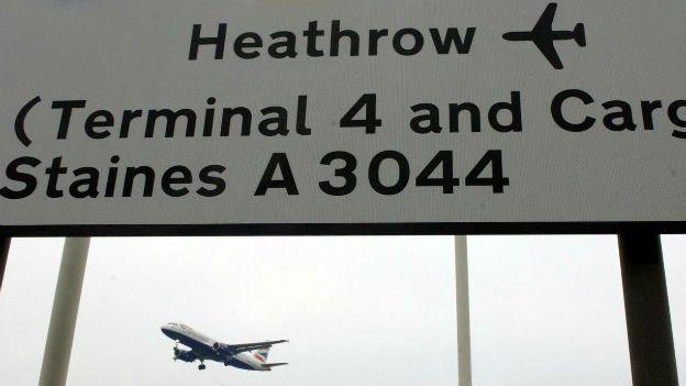 Am Flughafen Heathrow.