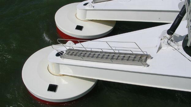 Wellenkraftwerke gewinnen Strom aus Wellen im Meer.