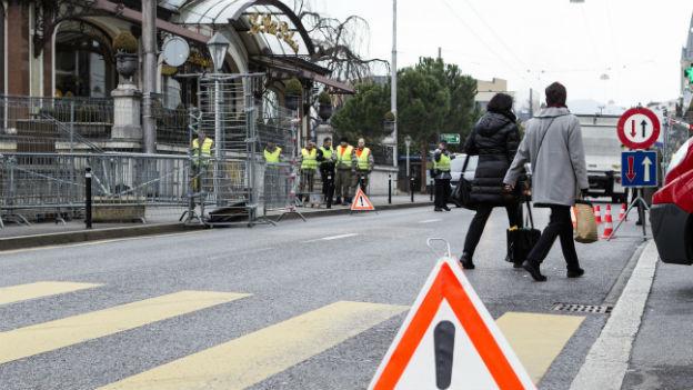 Sicherheitsmassnahmen vor dem Hotel Sicherheitsmassnahmen vor dem Hotel Fairmont Le Montreux Palace.