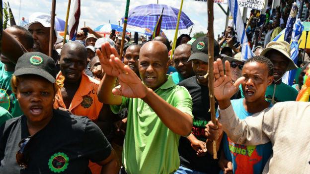 70'000 Südafrikanische  Minenarbeiter streiken.