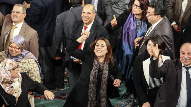 Jubel im tunesischen Parlament nach dem Ja zur neuen Verfassung