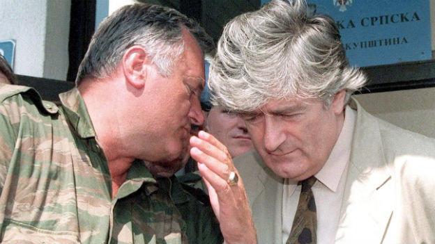 Radovan Karadzic (rechts) und Ratko Mladic in Pale im August 1993.