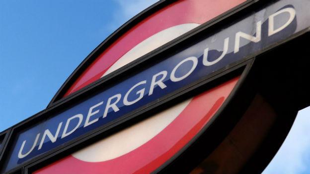 Das Logo der Londoner U-Bahn.