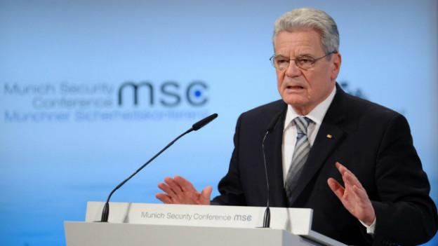 Bundespräsident Gauck erwähnte in seiner Rede auch ausdrücklich militärische Einsätze.