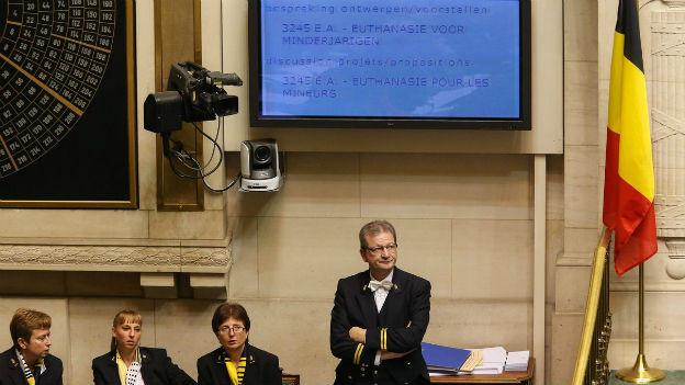 Das belgische Parlament diskutiert über die Sterbehilfe für Minderjährige.