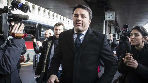 Matteo Renzi, neuer italienischer Regierungs-Chef, um ringt von Journalisten.