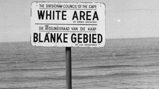Schild in Südafrika: Strände nur für Weisse.