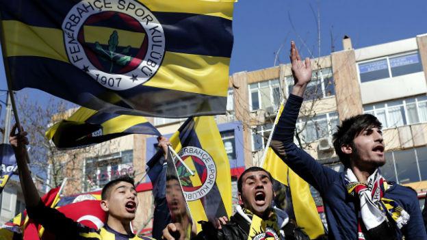 Zornige türkische Fussballfans.