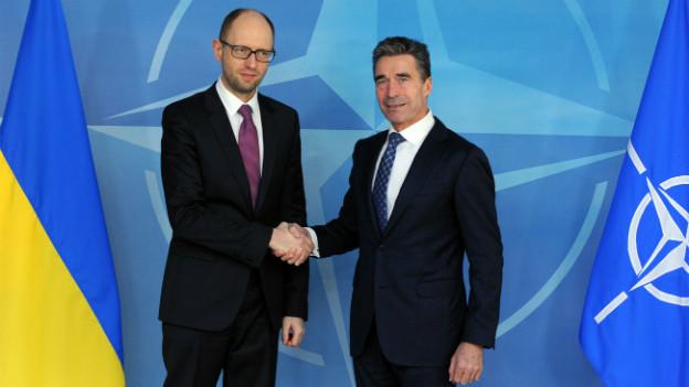 NATO-Generalsekretär Rasmussen und der ukrainische Ministerpräsident Arseni Jazenjuk