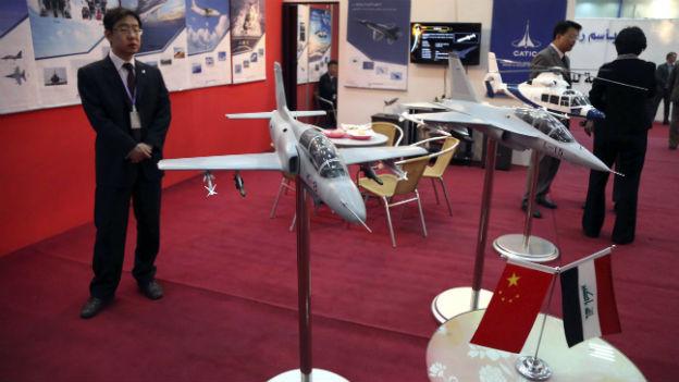 Chinas Rüstungsindustrie wirbt an einer Messe in Baghdad.