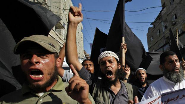 Radikaler als Hamas: Salafisten demonstrieren in Gaza gegen die Regimes in Syrien und Ägypten.