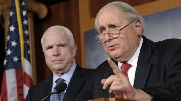 Harte Forderungen der US-Senatoren McCain und Levin.