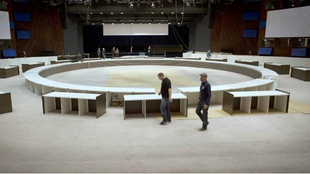 Arbeiter bauen das Plenum für den Nuklearsicherheitsgipfel in Den Haag.