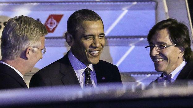 Barack Obama wird in Brüssel vom belgischen Premier Elio Di Rupo (rechts) und König Philippe (links) begrüsst.