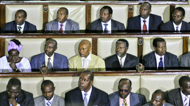 Die männliche Mehrheit der Abgeordneten winkte das Gesetz durch.