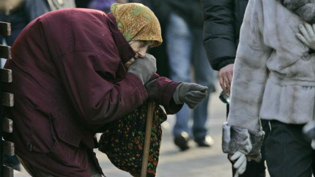 Armut in der Ukraine: Eine Bettlerin in Kiew.