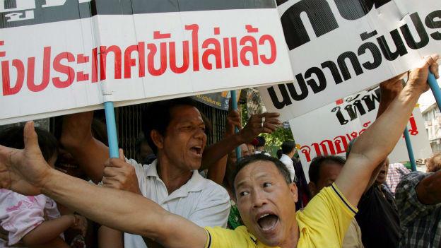 Die thailändische Opposition feiert den Gerichtsentscheid.
