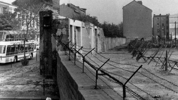 Mauer in Berlin (1965).