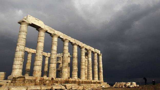 Gewitterwollken über der Akropolis - demWahrzeichen Athens