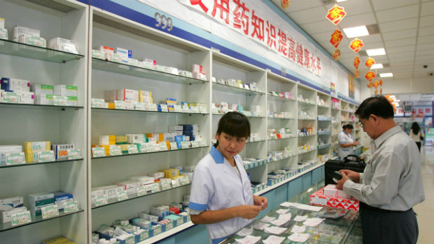 In einer chinesischen Apotheke werden Medikamente verkauft