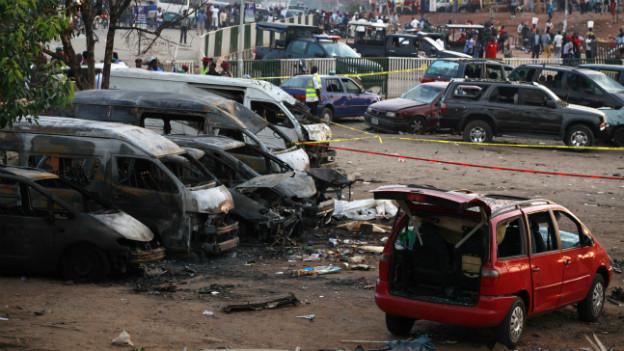 Der ausgebrannte Buspark in Abuja - nach dem Anschlag vom Montag.