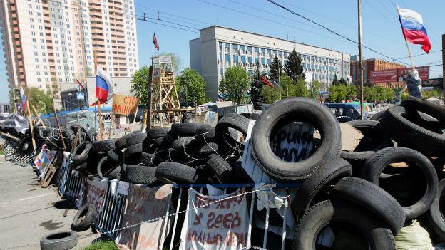Eine Absperrung in der ostukrainischen Stadt Donezk.