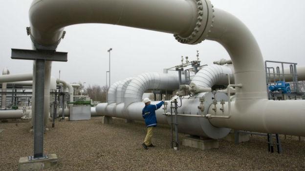 Verzweigende Pipeline und Tanks