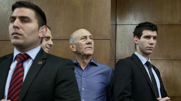 Ehud Olmert (Mitte), vor Gericht