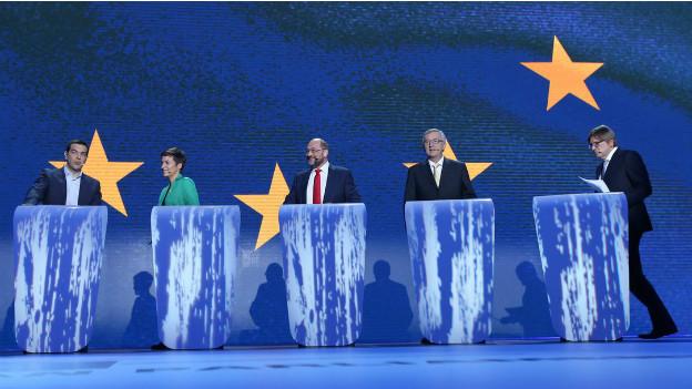 Die Kandidaten vor der Debatte auf dem Podium: Alexis Tsipras, Ska Keller, Martin Schulz, Jean-Claude Juncker und Guy Verhofstadt.